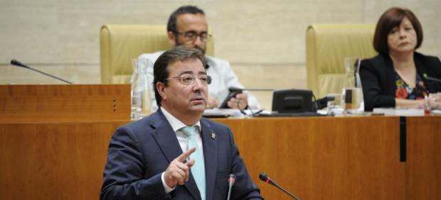 Fernández Vara inicia su tercera legislatura con el único apoyo de su mayoría absoluta