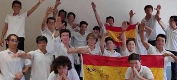 Investigan la fotografía de unos alumnos haciendo el saludo nazi en un colegio de Palma de Mallorca