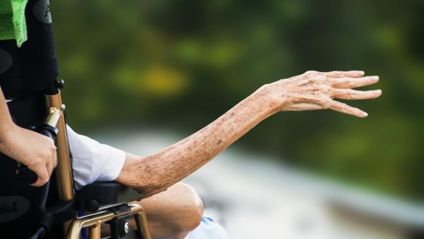 Cuidador, anciano, tercera edad, dependiente, dependencia.