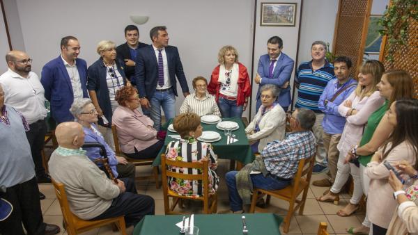 La vicepresidenta en funciones del Gobierno de Cantabria, Eva Díaz Tezanos, y el alcalde de Santoña, Sergio Abascal, inaguran las nuevas instalaciones del comedor social del municipio