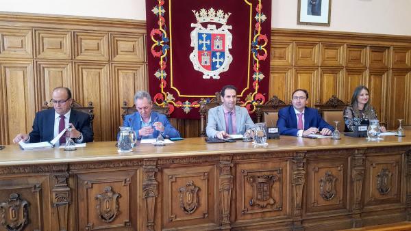 Los plenos del Ayuntamiento de Palencia se celebrarán el tercer jueves del mes y se adelantan a las 12 horas