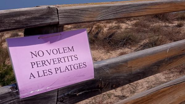 Cartel en la playa de Sueca