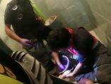 Bomberos rescatan a un cachorro de un desagüe