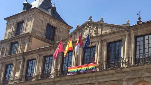 Bandera LGTBi en el Ayuntamiento de Toledo