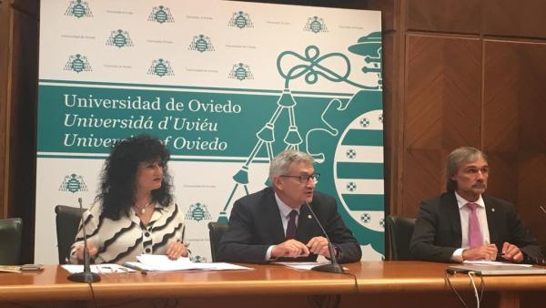 La gerenta de la Universidad de Oviedo, Ana Caro; el rector, Santiago García Granda; y el vicerrector de Investigación, José Ramón Obeso.