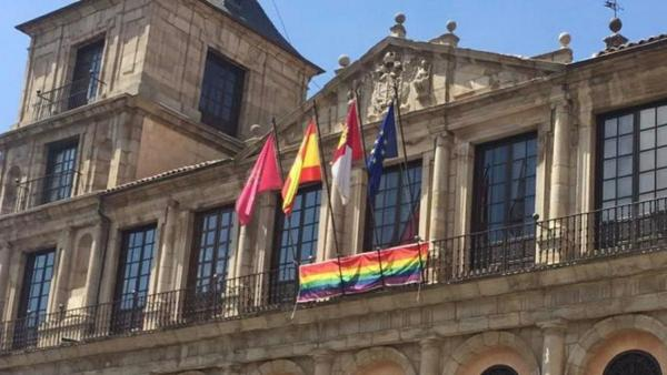 Badera arcoíris en el Ayuntamiento de Toledo