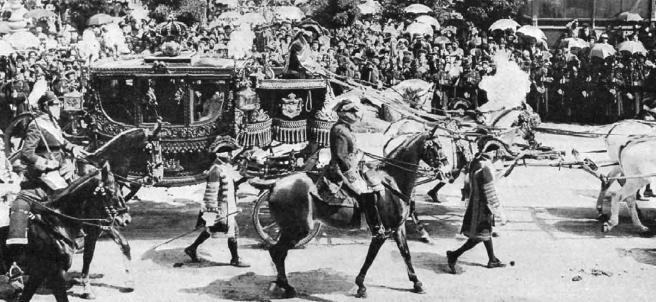 Boda de Alfonso XIII: la carroza desfila hacia Los Jerónimos.