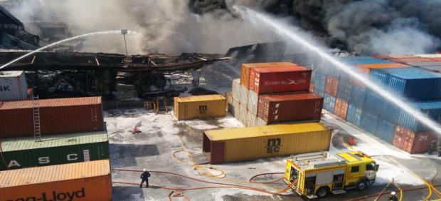 Incendio en la fábrica Indorama en San Roque