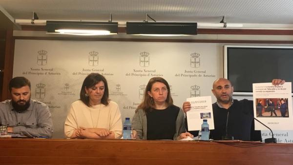 Rueda de prensa de miembros del Comité de Empresa de Telecable y la portavoz de Podemos en la Junta, Lorena Gil.