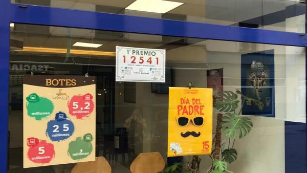 Administración de Loterías número 27 de Oviedo.
