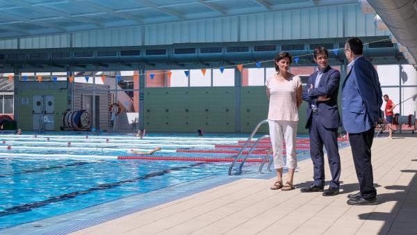 El concejal de Deportes, David Guevara, en una de las piscinas del IMD