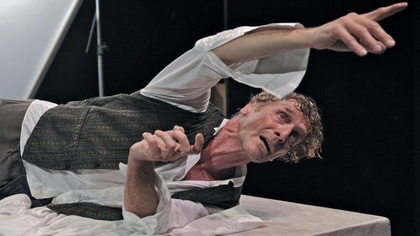 Interpretación del dramaturgo italiano Emanuele Vezzoli basada en el texto Ocean Terminal de Piergiorgio Welby