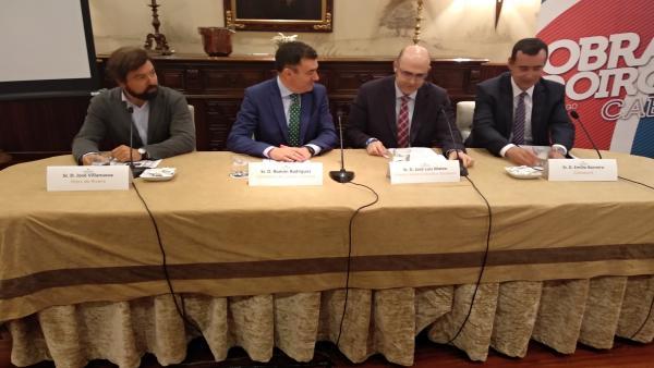 Presentación de 'El Camino acaba en Obradoiro' con Román Rodríguez y José Luis Mateo en el centro