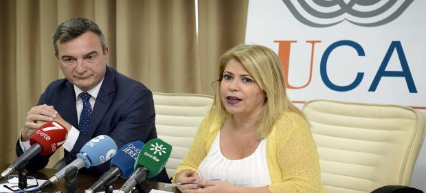 Mamen Sánchez con el rector de la UCA