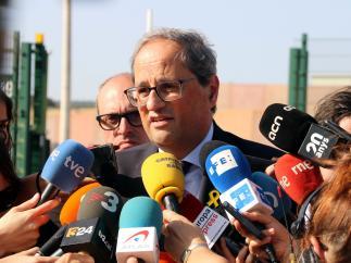 El president de la Generalitat, Quim Torra, atendiendo a los medios a las puertas de la prisión de Lledoners.