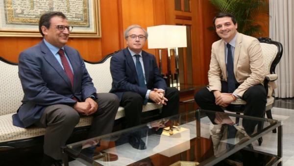 Gisbert, Díaz y Bellido durante el encuentro institucional en el Ayuntamiento