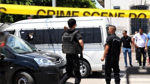 La policía acordona la zona del primer ataque suicida en Túnez capital.