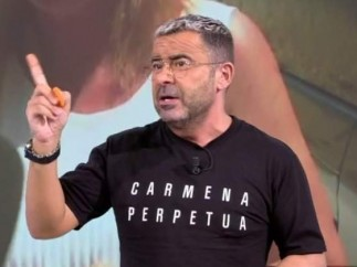 "Jorge Javier Vázquez viste una camiseta en la que pone ""Carmena Perpetua"" en el programa 'Sálvame'"