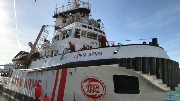 El Open Arms durante un rescate
