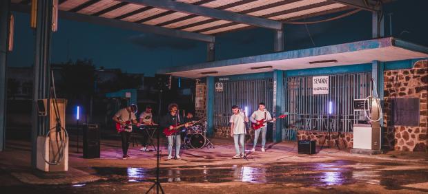 El grupo ciudadrealeño 'Flat Waves' publica el videoclip de '200 veces', el primer single de su álbum, 'Línea Uno'