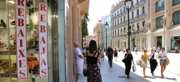 La ola de calor afecta a las rebajas en Cataluña