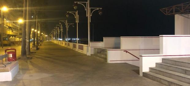 Paseo Marítimo de Cádiz sin iluminación