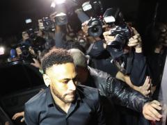 Neymar declara en una comisaría de Río