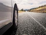 Cinco consejos para cuidar las ruedas de tu coche este verano