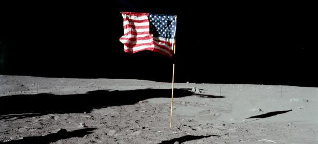 La bandera de EE UU en la Luna