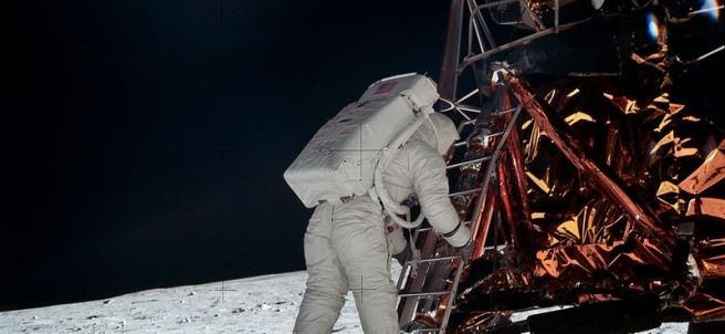 Imagen de la salida a la superficie de Buzz Aldrin, fotografiado por Neil Armstrong