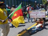 Protestas en Ginebra (Suiza) contra el presidente de Camerún, Paul Biya.