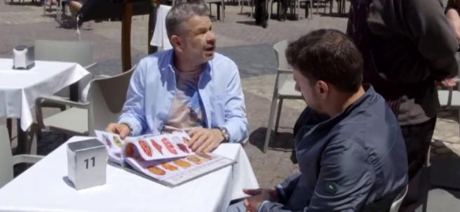 Los chefs Alberto Chicote y Javier Estévez, en '¿Te lo vas a comer?'.