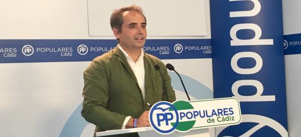 El secretario general del PP de Cádiz, Antonio Saldaña, en una rueda de prensa