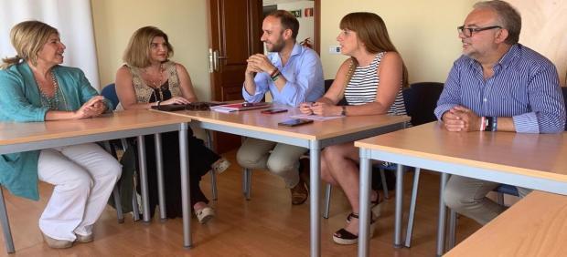 La delegada territorial de Salud y Familia reunida con los alcaldes de El Bosque y Grazalema