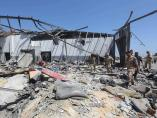 Imagen del centro de detención de migrantes de Trípoli (Libia) tras un ataque aéreo.