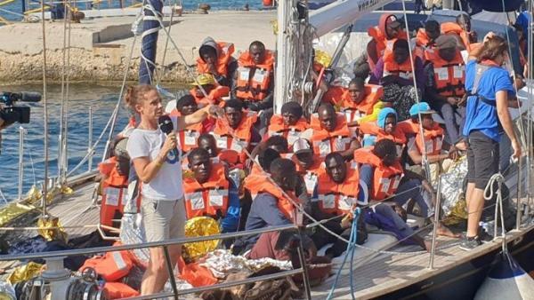 El velero Alex atraca en Lampedusa