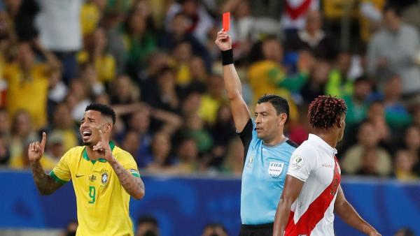 Gabriel Jesus expulsado en la final de la Copa América