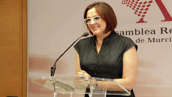 La portavoz del grupo parlamentario de Ciudadanos, Isabel Franco en la rueda de prensa en la Asamblea tras la intervención de López Miras en el discurso del Debate de Investidura