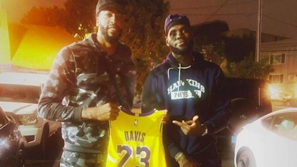 LeBron James entrega su 23 a Anthony Davis