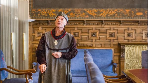 Uno de los actores que protagoniza las visitas guiadas teatralizadas al edificio de la Fundación Caja Rural de Aragón.