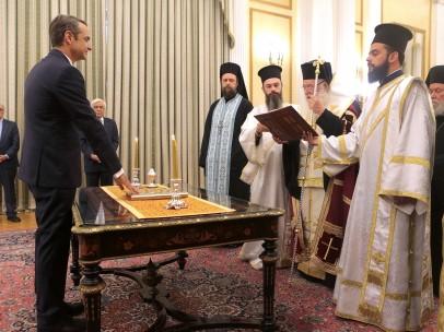 A diferencia de su antecesor, el izquierdista Alexis Tsipras, el líder conservador optó por el juramento religioso y lo hizo ante el arzobispo de Atenas, Jerónimo II