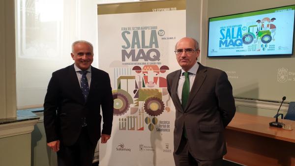 El presidente de la Diputación de Salamanca, Javier Iglesias (d), junto al diputado Jesús María Ortiz (i), en la presentación del cartel de Salamaq 2019.