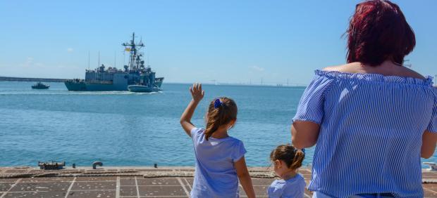 Despedida de la fragata Canarias en la Base de Rota
