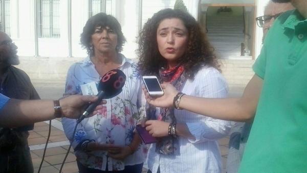 Inmaculada Nieto junto con la concejala de El Puerto de Santa María, Matilde Roselló, en la rueda de prensa