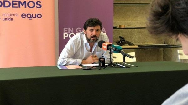 El secretario xeral de Podemos Galicia y diputado de Galicia en Común, Antón Gómez-Reino, durante una rueda de prensa