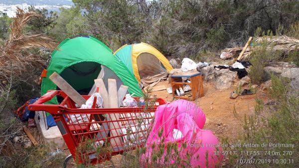 Restos de acampadas ilegales en Ibiza