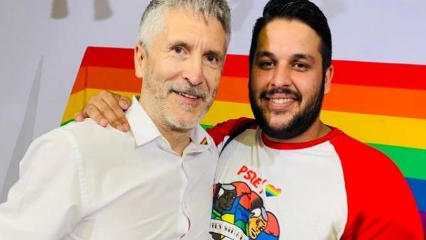 El secretario de Diversidad y Política Lgtbi, Ángel Elías, y el ministro de Interior, Fernando Grande-Marlaska.