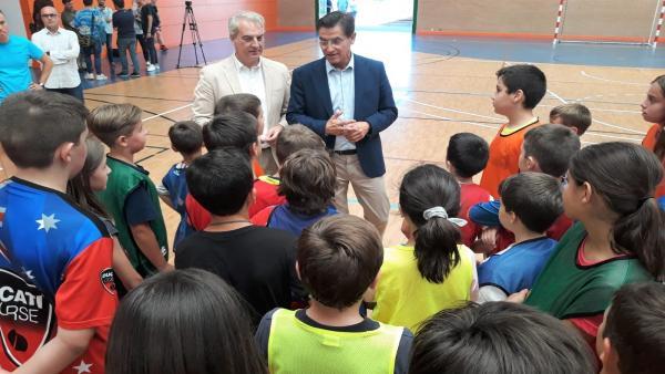 El alcalde de Granada visita los campus deportivos bilingües