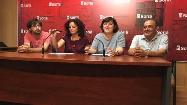 El profesor Pablo Llorente, la responsable de Harmonii Coaching Belén Andreu, la concejal Ana Alegre y el responsable del Centro Santa Isabel Andrés Soto.