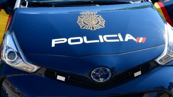 Dos policies fora de servici auxilien a València una xica quan el seu nóvio la tenia agarrada del coll
